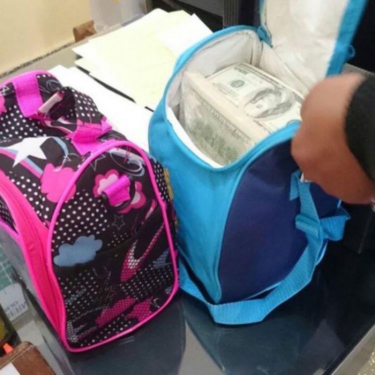 Estos eran los bolsos que llevaban el dinero falso.