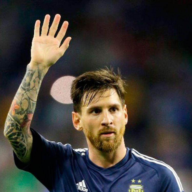 Messi vuelve a la Selección. La albiceleste buscará una victoria ante el conjunto charrúa.