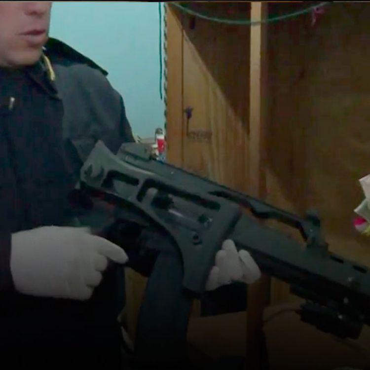 Los tres detenidos están acusados de múltiples homicidios. Participaron 35 grupos operativos de la Policía.