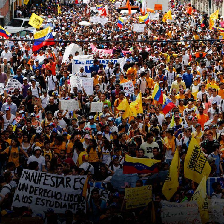 La capital venezolana fue colmada por miles de manifestantes llegados desde distintos puntos del país en repudio al presidente Maduro.