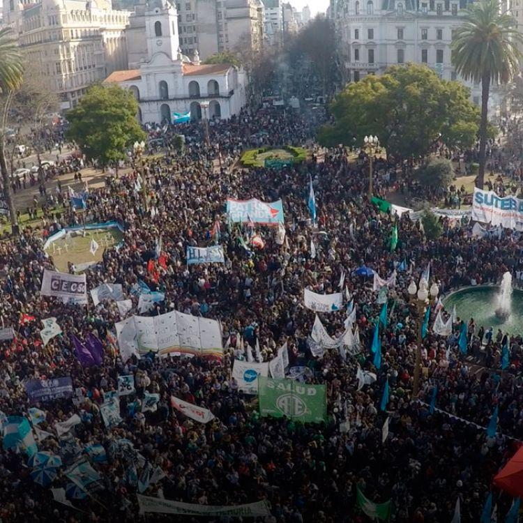 Desdetemprano, agrupaciones sociales, de izquierda y piqueteras comenzaron a llegar a la Ciudad de Buenos Aires desde distintos puntos del interior