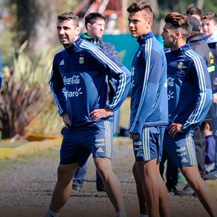 El Patón deberá suplir las ausencias de Paulo Dybala  y Lionel Messi respecto al equipo presentado contra Uruguay.