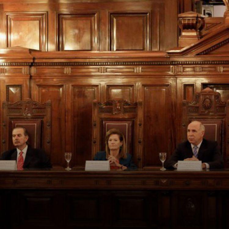 """Para el máximo tribunal de la Nación, quienes formularon el pedido concedido por la Cámara """"carecen de legitimación"""" para actuar en nombre de todos."""