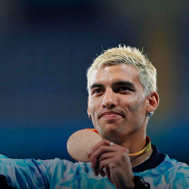 El atleta de 25 años y oriundo de la ciudad bonaerense de Zárate, se subió al tercer escalón del podio tras registrar un tiempo de 26s. 50/100.