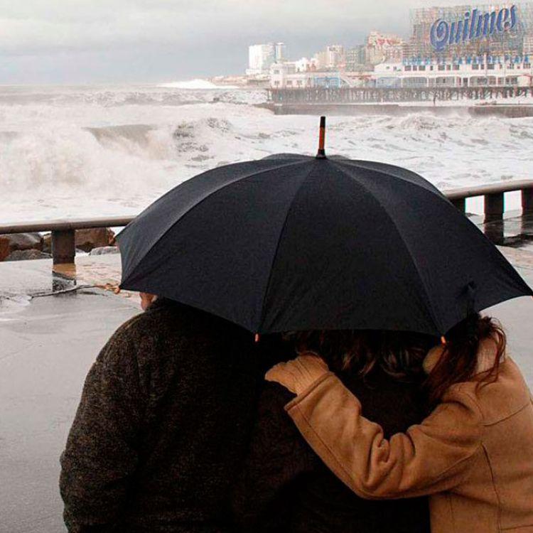 Otro violento temporal de viento y olas en la Costa Atlántica