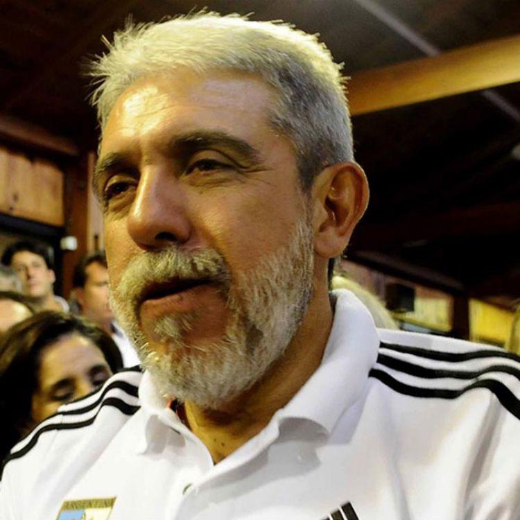 Aníbal Fernandez dió un paso al costado de la Confederación Argentina de Hockey.