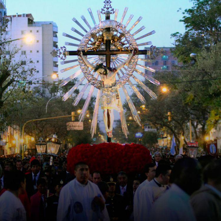 A las 15.30 será la concentración de instituciones y fieles, y procesión histórica de las sagradas imágenesdel Señor y de la Virgen del Milagro.