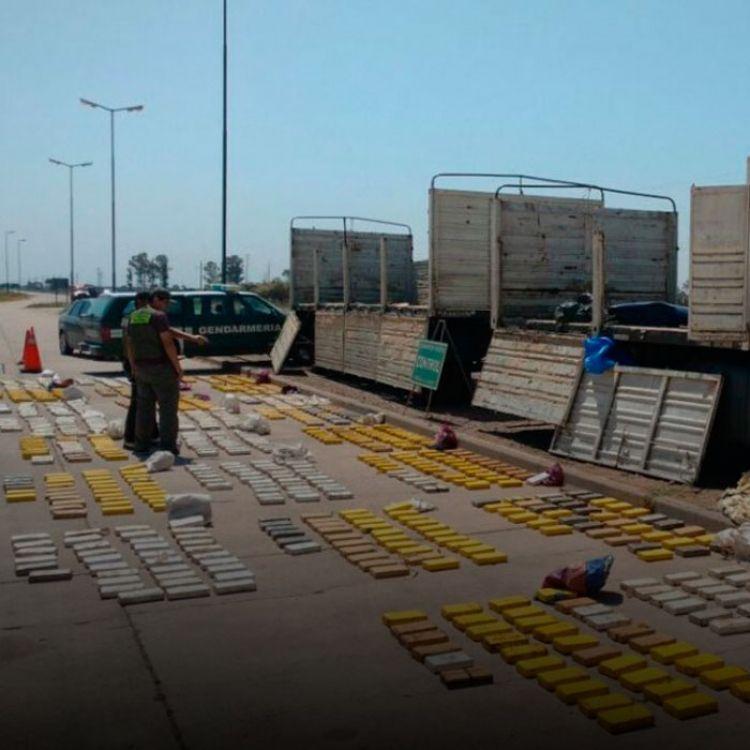 """""""Llegamos a detectar los 826 paquetes de drogas con un total de 865,570 kilos de cocaína"""", apuntó el segundo jefe de la Gendarmería."""