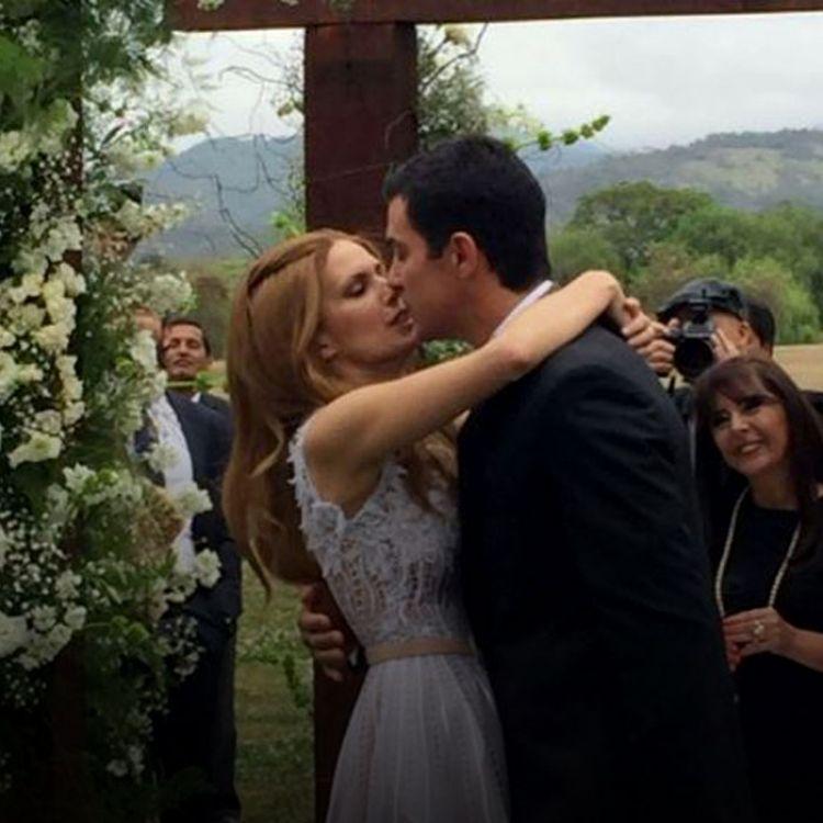 Se espera que la pareja Urtubey Macedo, atiendan a los medios que se encuentran en el ingreso a la Residencia Oficial de Finca Las Costas.