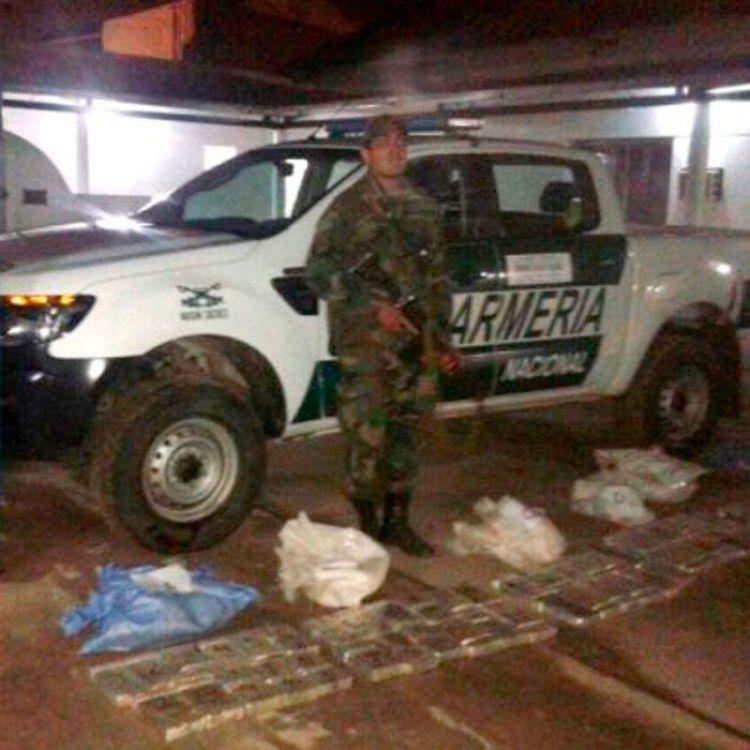 El secuestro de 75 kilos de cocaína, tres motocicletas y la detención de una personafue realizado en la madrugada de ayer.