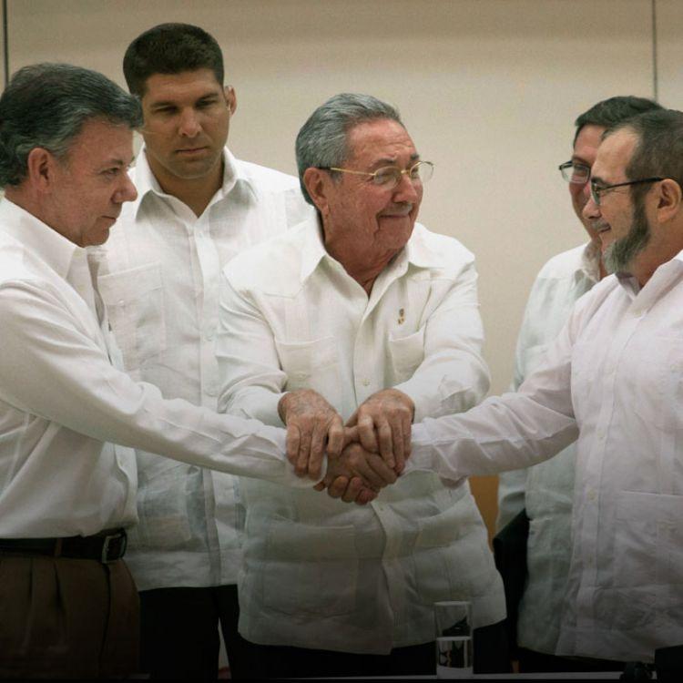 En caso de ser aprobado, no obstante, la paz en Colombia no estará completamientras siga activo el Ejército de Liberación Nacional.