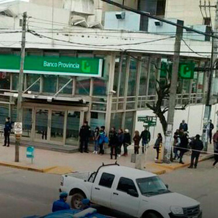 Una banda de delincuentes abordó al dueño de la empresa avícola y al gerente de la empresa, quienes llevaban un millón de pesos en un bolso.