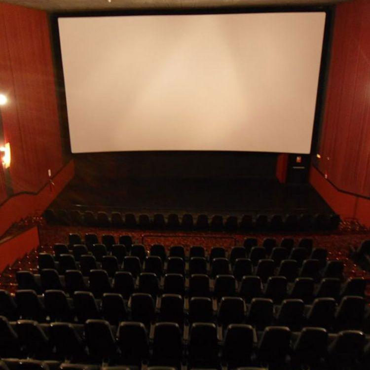 Salas de cine en el hipermercado Libertad.