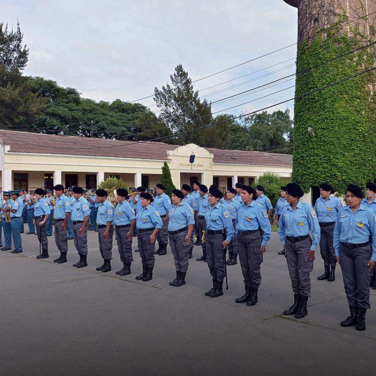 El curso de aspirantes a agentes tiene duración de dos años, con una formación teórica y práctica en la Escuela del Servicio Penitenciario Provincial.
