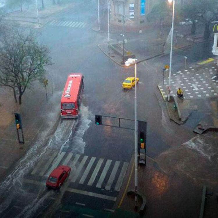 El avance de un frente frío provoca lluvias y tormentas sobre San Luis, el extremo sur de Córdoba y el noroeste de la provincia de Buenos Aires.