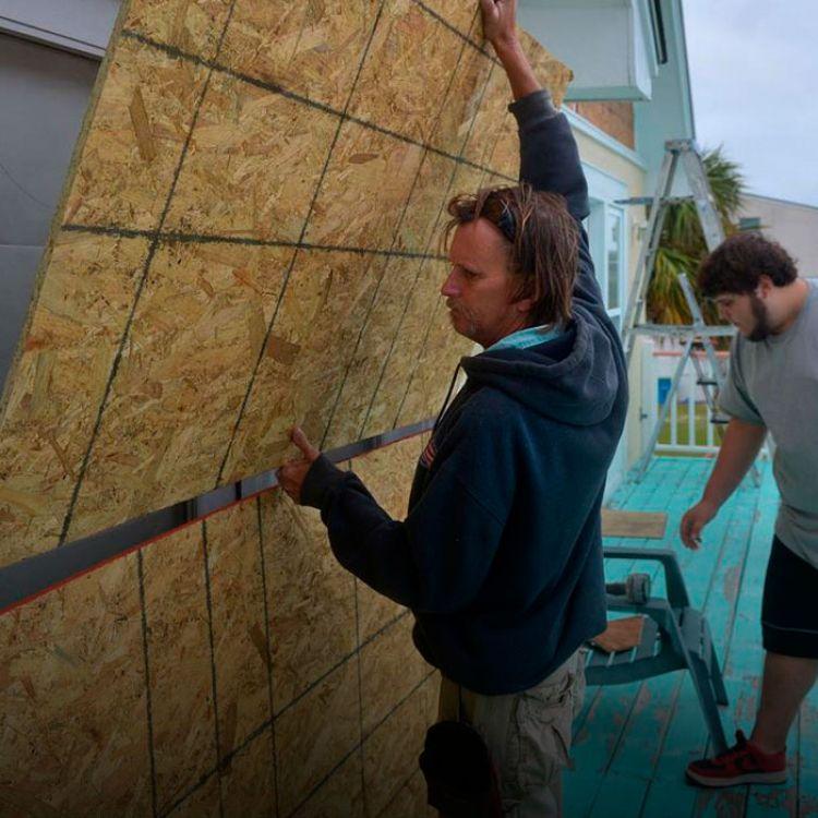 Matthew podría ser este jueves el segundo en tocar tierra en Florida durante la actual temporada de huracanes del Atlántico.