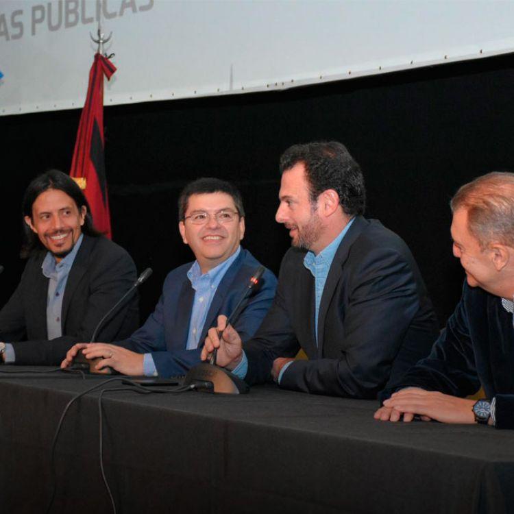 """El dirigente insistió en la la necesidad de que""""los argentinos salgamos de las antinomias, y los condicionamientos de la política pendular""""."""