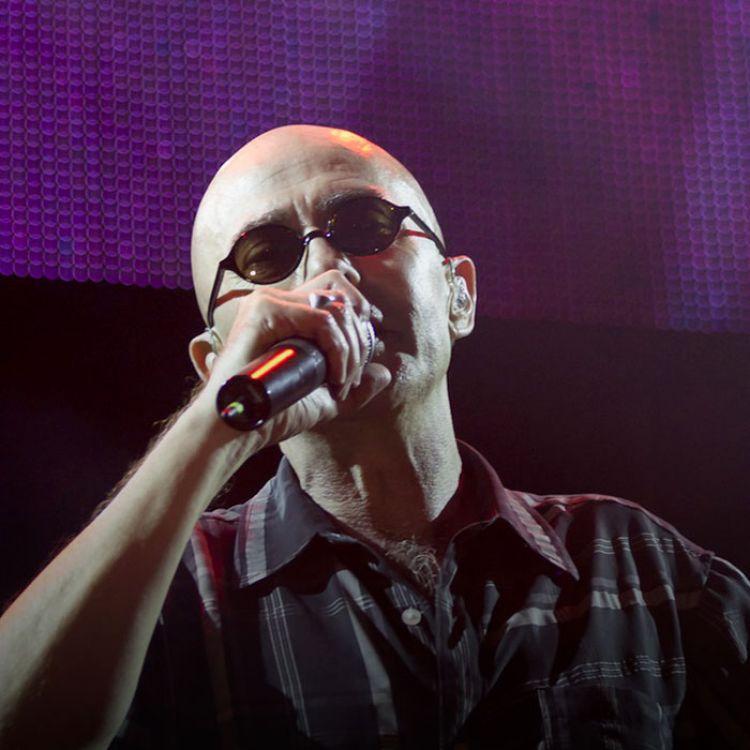 El material combina fragmentos del concierto que el ex líder de Patricio Rey y sus Redonditos de Ricota ofreció en Tandil en marzo de 2016.