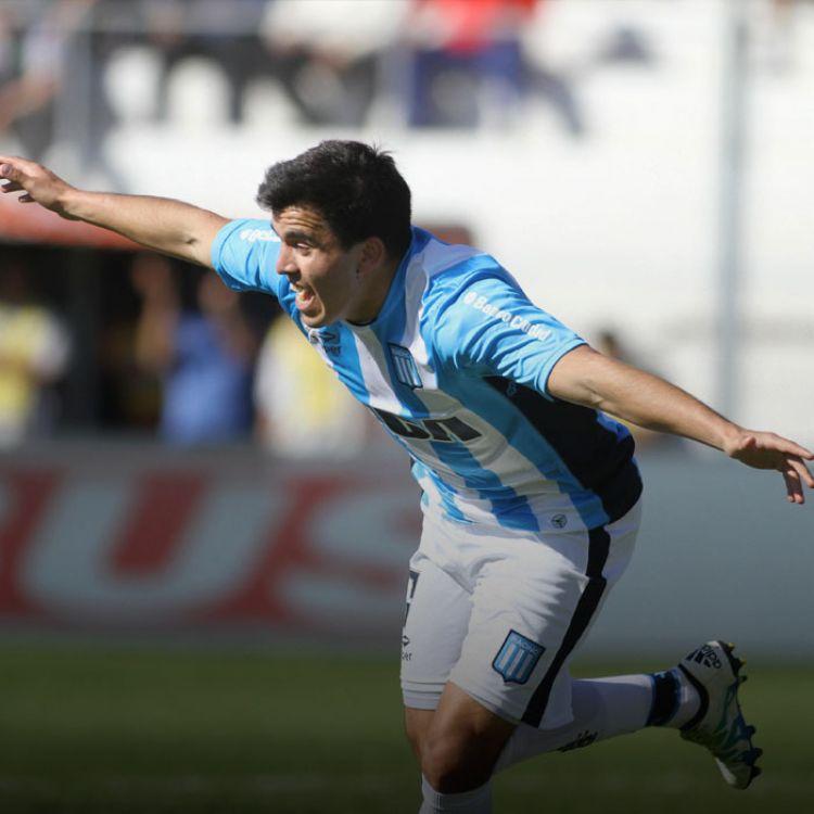 Lisandro López se entrenó diferenciado en la semana por una sobrecarga pero jugará desde el arranque.