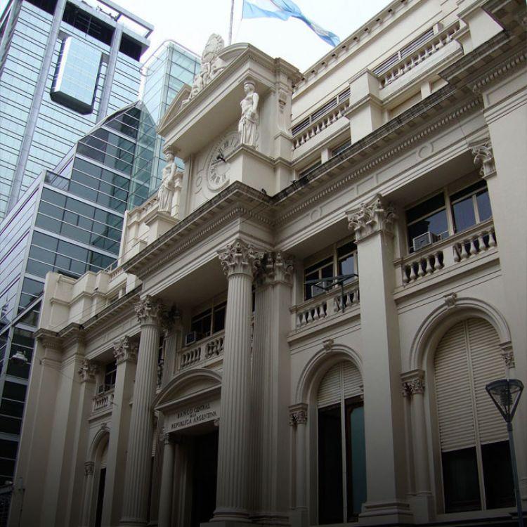 Al cabo de poco más de laprimera quincena de octubre la autoridad monetaria registra un incremento de reservas de USD 9.431 millones.