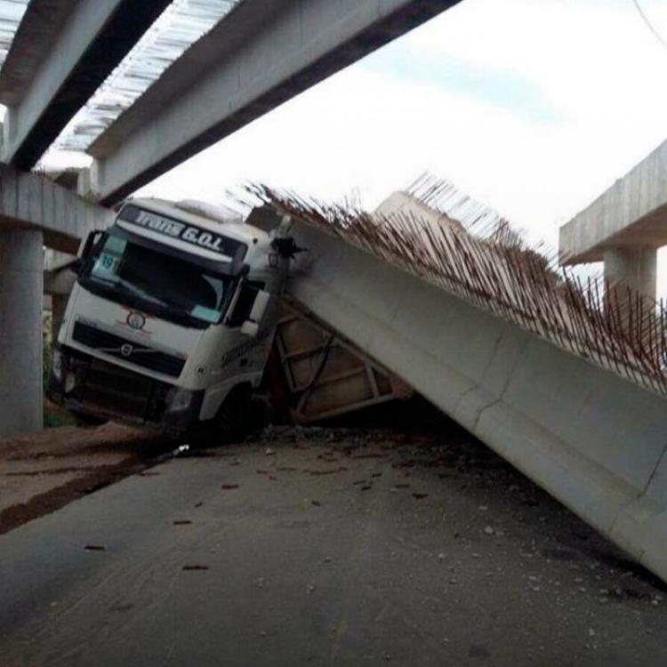 Los conductores advierten, además, que los baches están cada vez más pronunciados a lo largo de la cinta asfáltica y forman parte de los peligros.