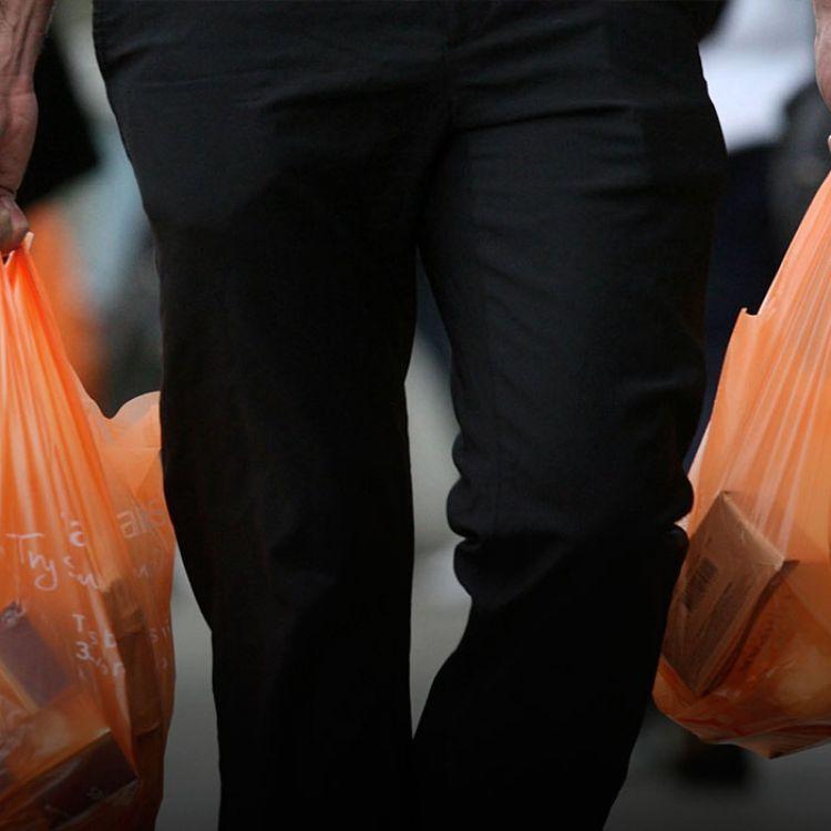 En ese marco, detalló quedesde el área buscan desalentar el uso y consumo de las bolsas y adelantó que están trabajando en una ordenanza.