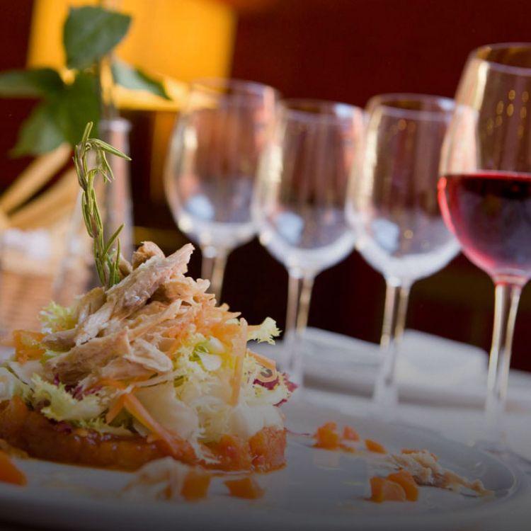 La carga tributaria legal sobre restaurantes y hoteles llega al 39,3% en hoteles grandes.
