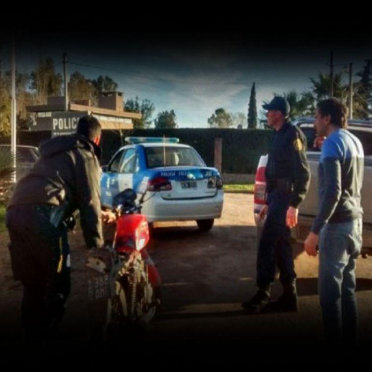 El intendente Masón detuvo a motochorros en la localidad de Ibarlucea.