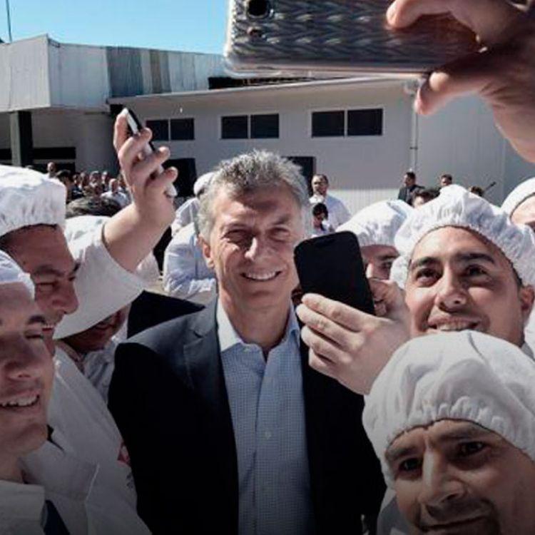 """""""Si queremos reducir la pobreza, eso se logra con trabajo, y mejorando la educación"""" aseguró el presidente argentino."""