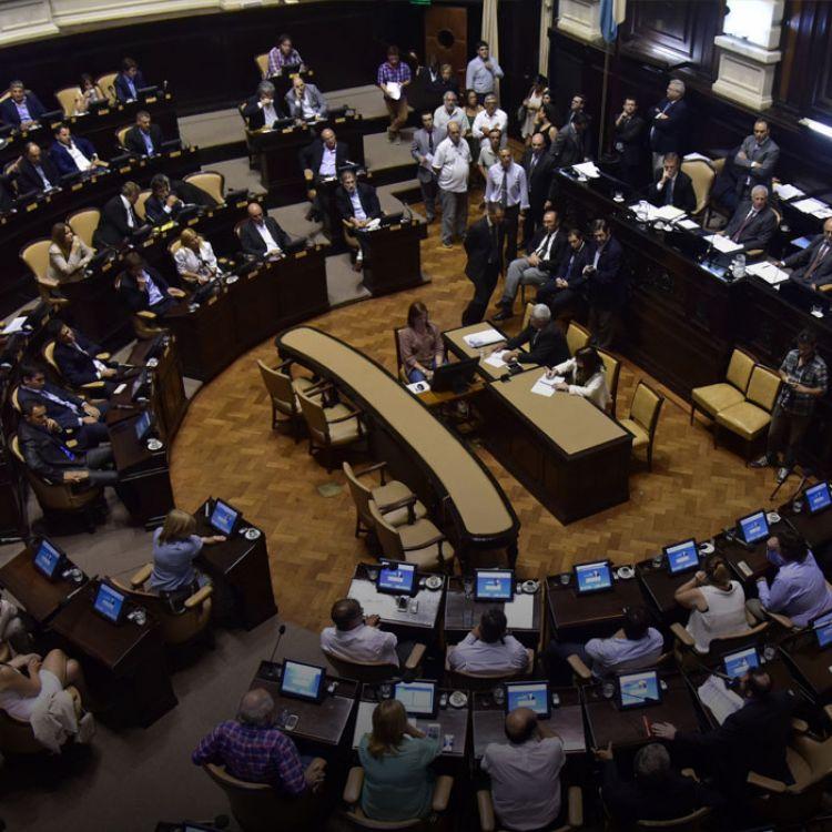 104 diputados votaron a favor y 112 en contrade discutir la suba, que firmaron las cúpulas de ambas Cámaras.