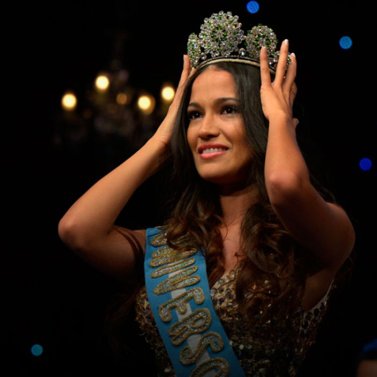 La última miss salteña, Claudia Barrionuevo, fue elegida miss universo Argentina.