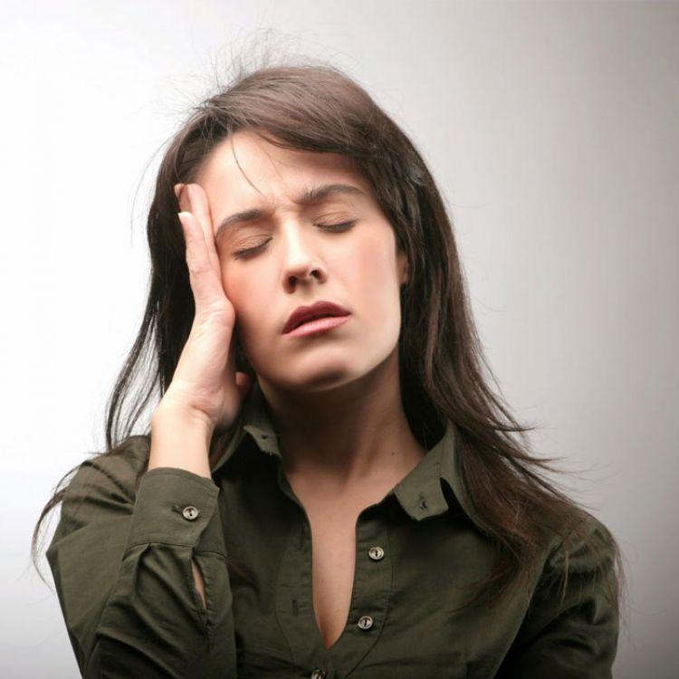 la conducta autodestructiva se manifiesta de maneras más concretas:trastornos alimentarios, entre otras.