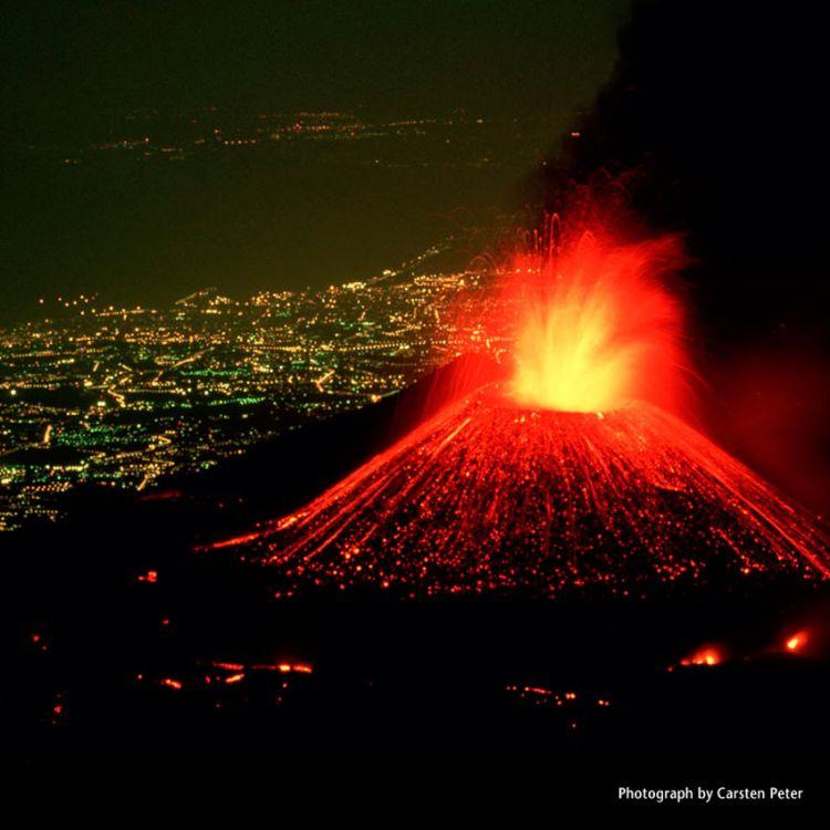 Erupción del volcán Etna y hay alerta en Italia