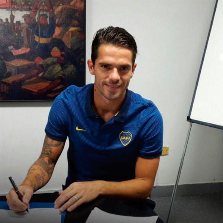Gago renovó su contrato con Boca por tres años