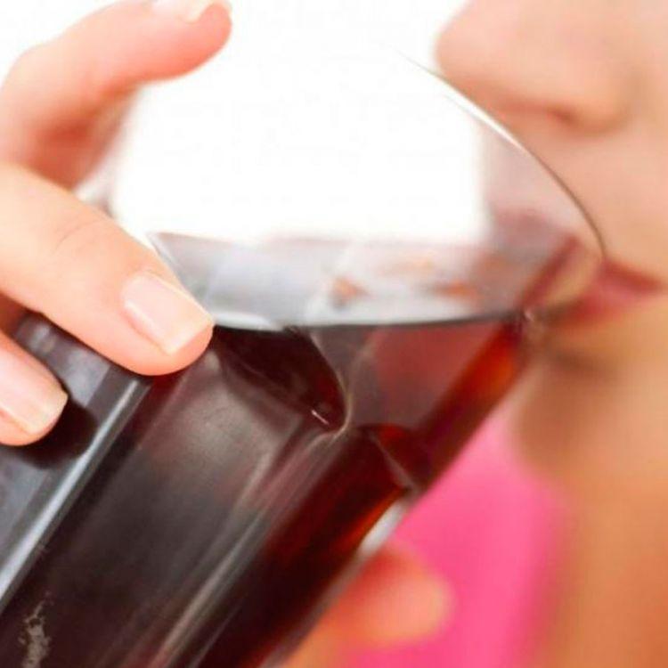 Tomando 5 vasos de bebidas azucaradas o edulcoradas a la semana no es bueno para la salud