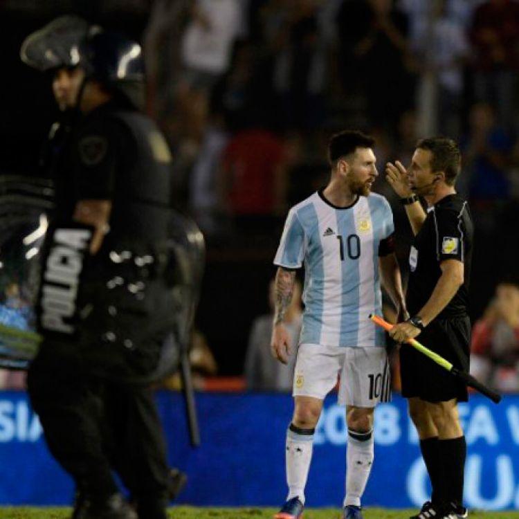 Messi sancionado con dos fechas por insultar al árbitro y complica el camino al Mundial