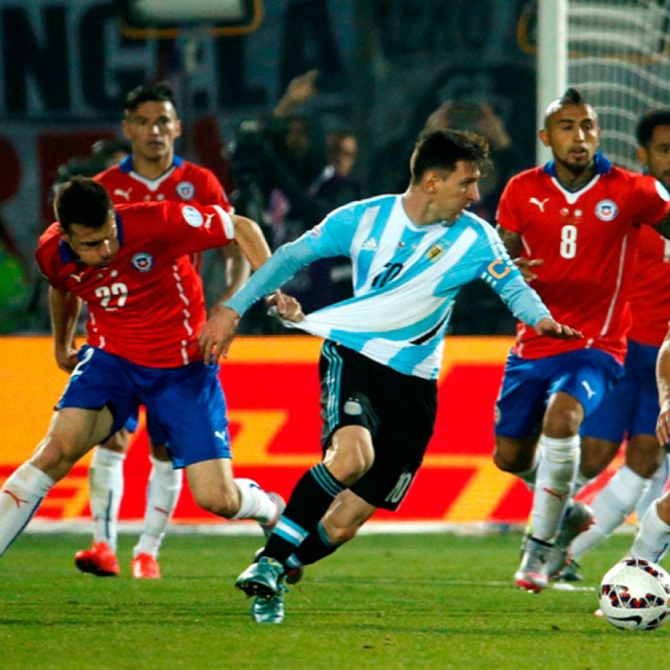 Messi sufrió la apretada marca de sus rivales