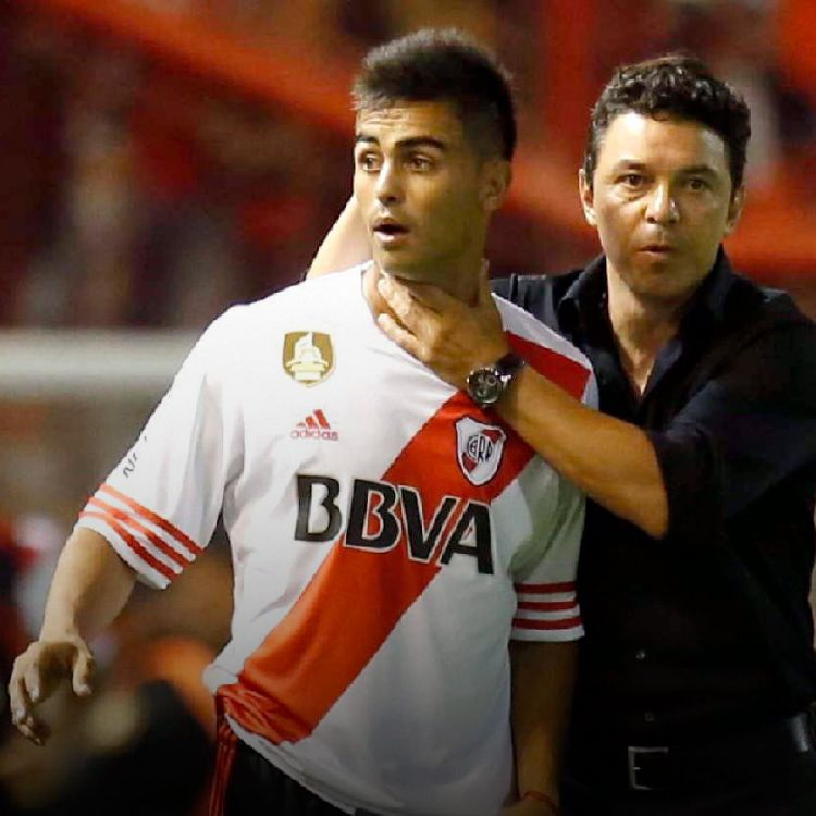 El nuevo Pity Martinez recibiendo instrucciones de Marcelo Gallardo