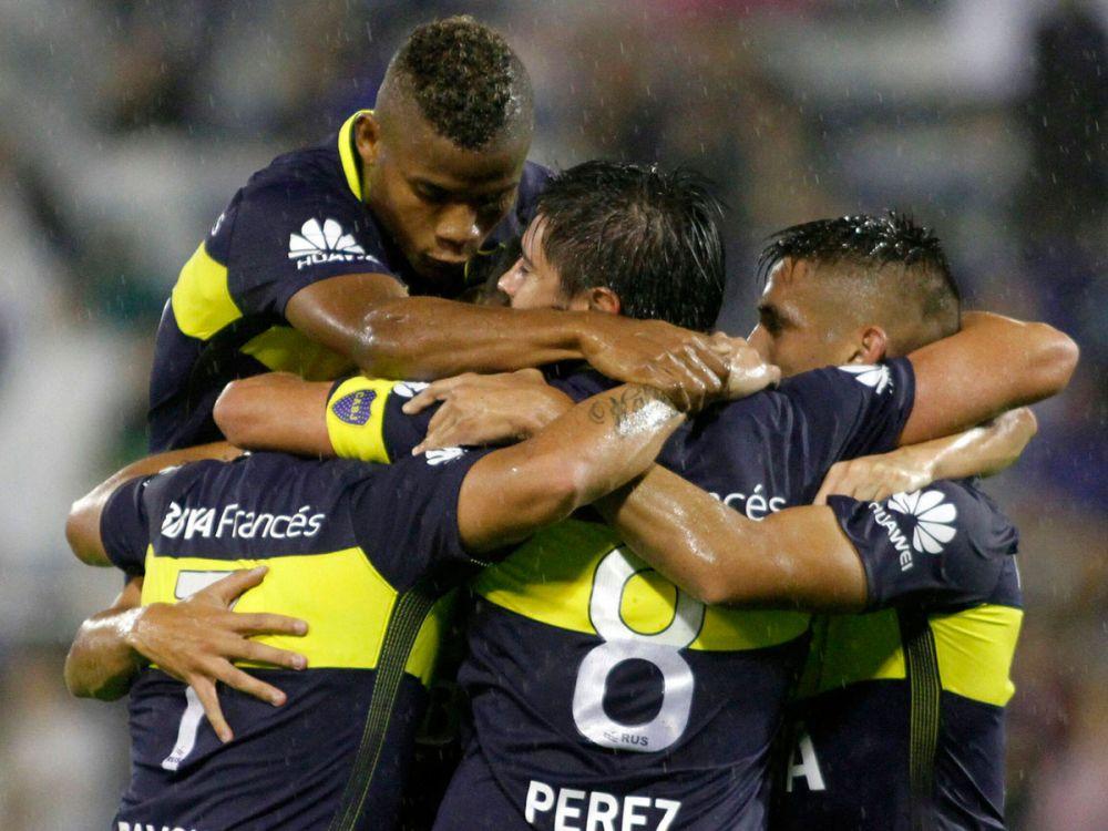 Boca le ganó 3-1 a Velez y conserva la ventaja