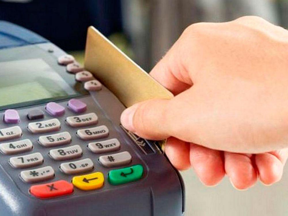 Tres de cuatro comercios no tienen posnets para aplicar la devolución del 15% de IVA