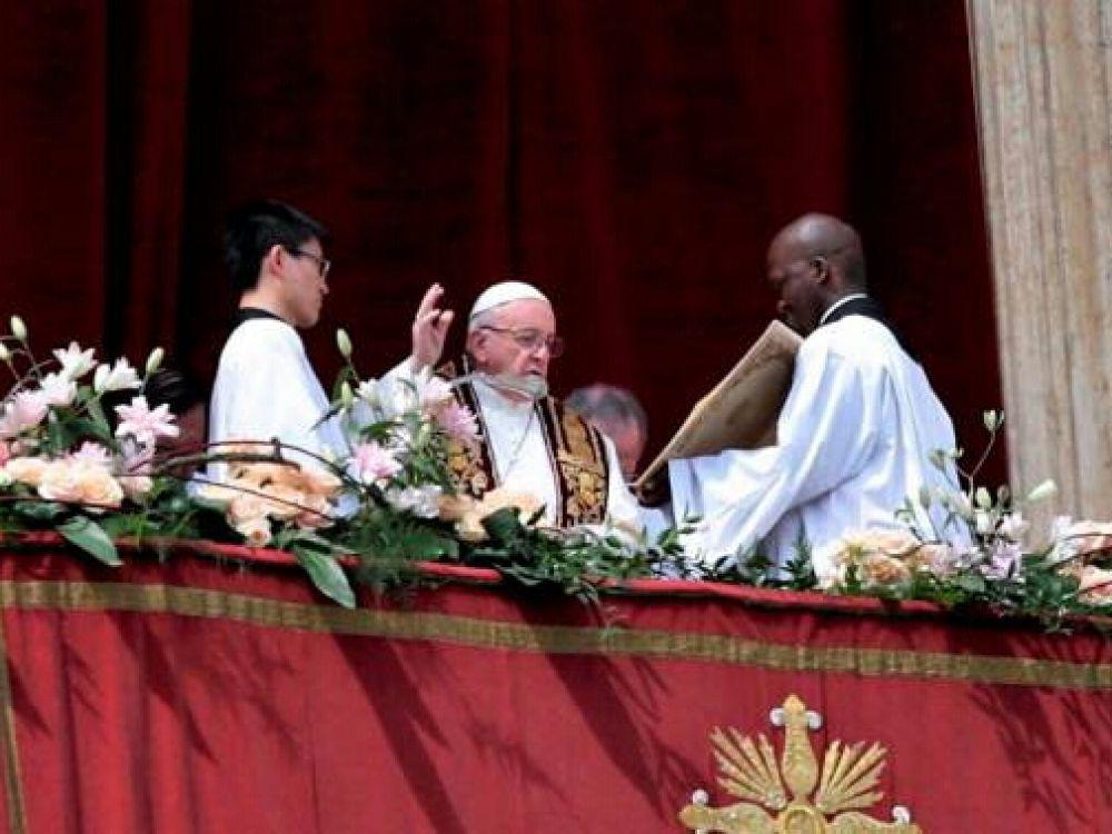 En su mensaje pascual, Francisco pidió por la paz en los países azotados por la guerra