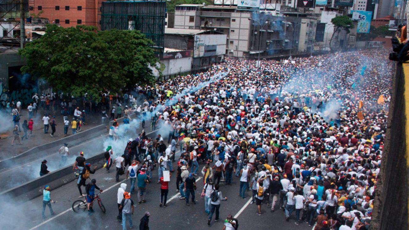 Tensión en Venezuela, hay muertos y cientos de detenidos