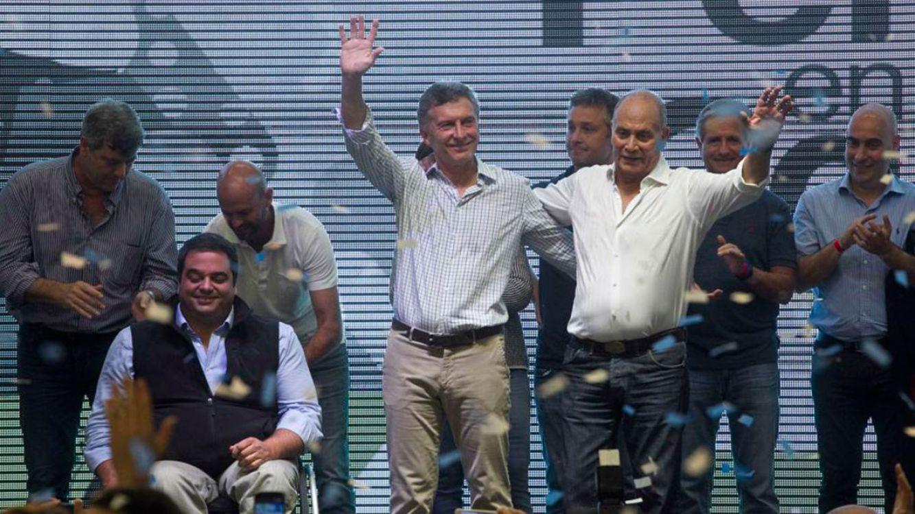 Macri busca convertir los planes sociales en empleos