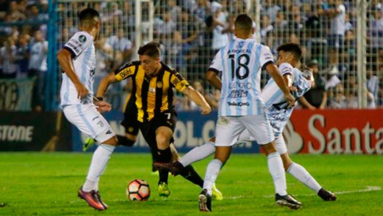 Atlético Tucumán le ganó a Peñarol y es segundo en el Grupo 5
