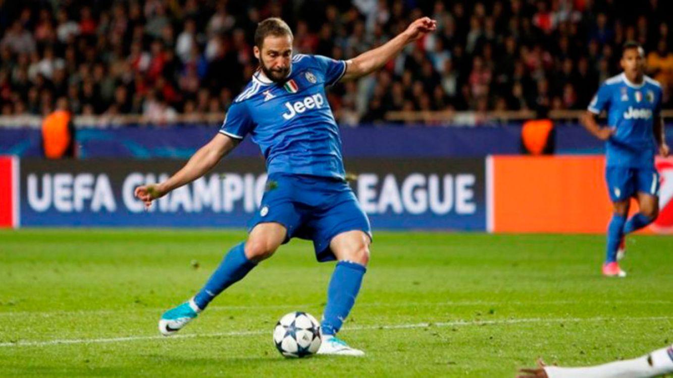 Doblete del pipita Higuaín para la victoria de la Juventus ante Mónaco