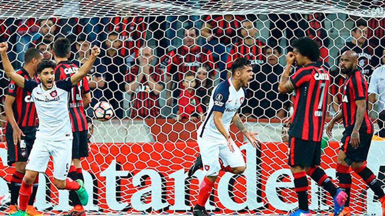 San Lorenzo goleó 3-0 a Paranaense y mantiene viva su ilusión en la copa