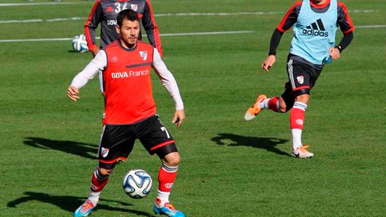 Gallardo confirmó el ingreso de Mora por lesionado Nacho Fernández