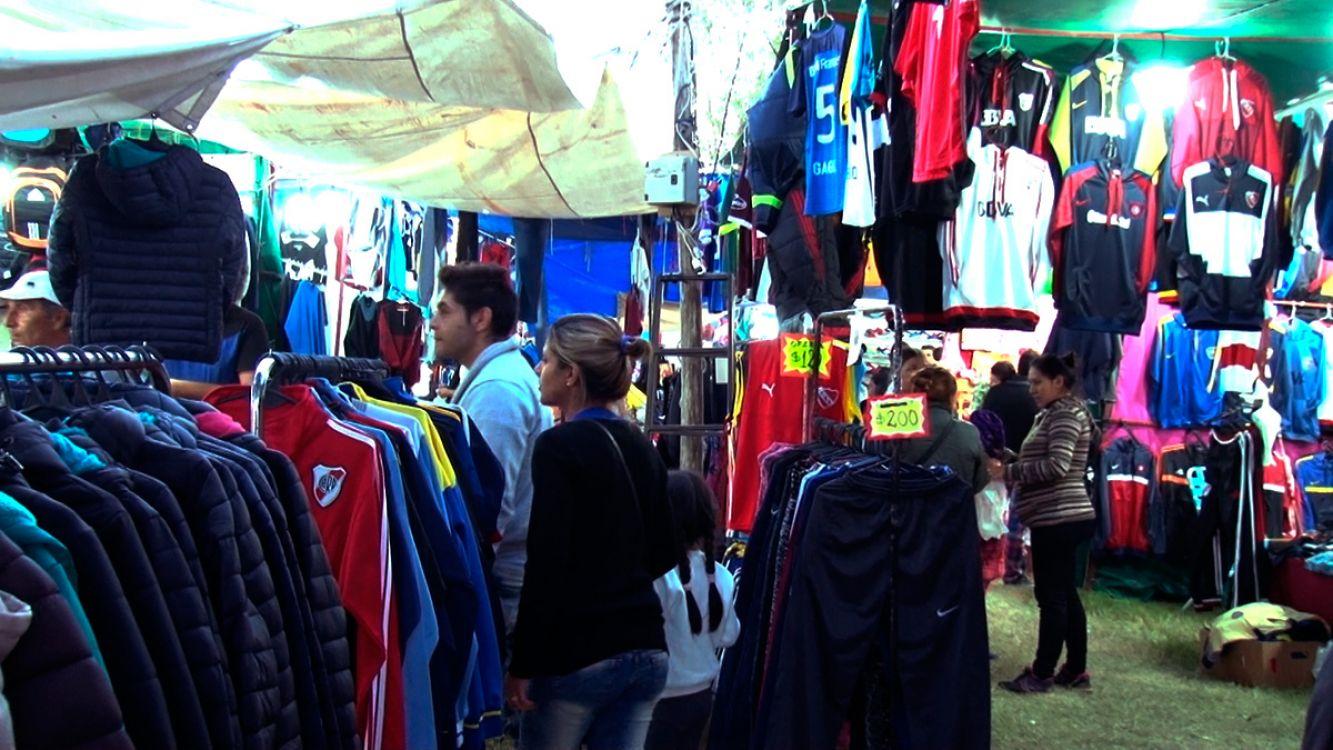Ferias Americanas y Saladitas complicadas! Prohibieron por 5 años la importación de ropa usada