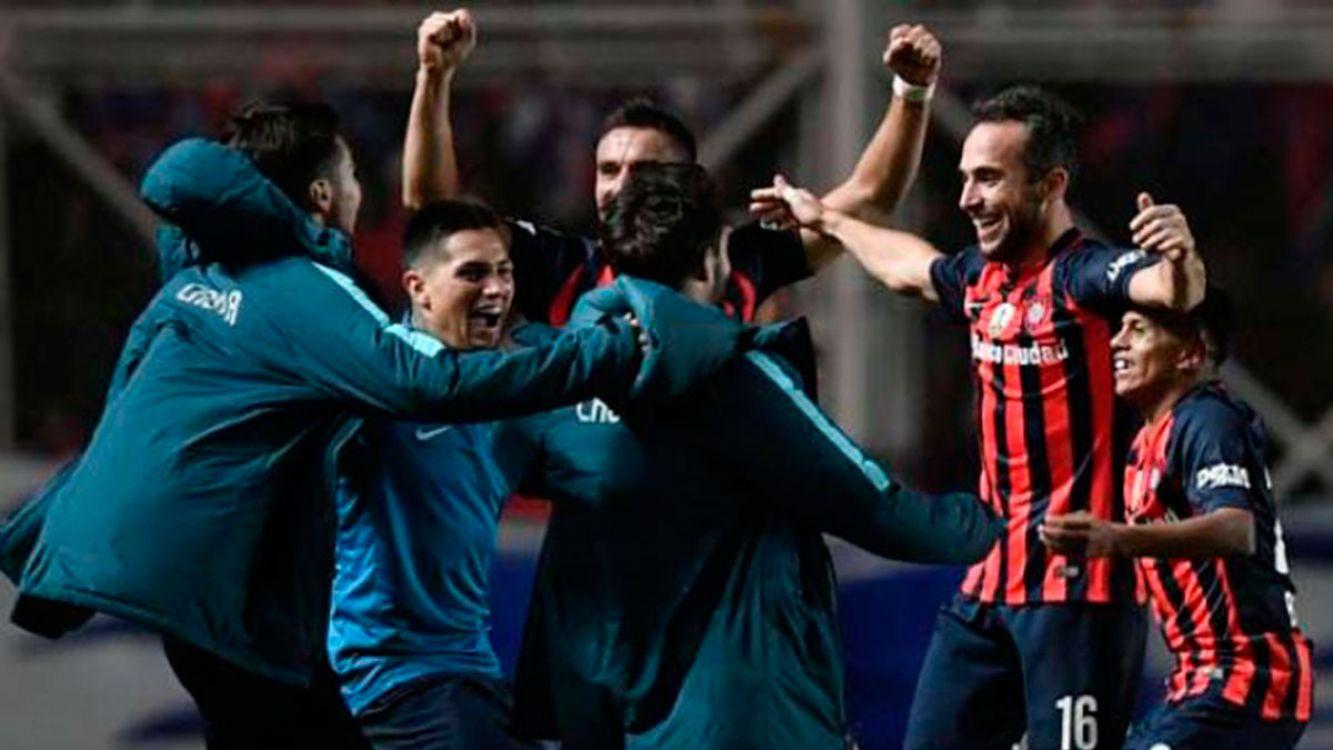 San Lorenzo ganó sobre la hora y pasó a octavos de la Libertadores