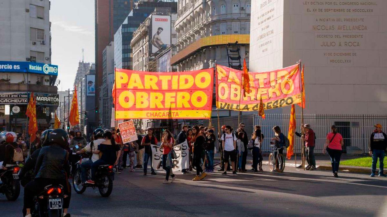 Piqueteros piden más planes sociales frente al Obelisco